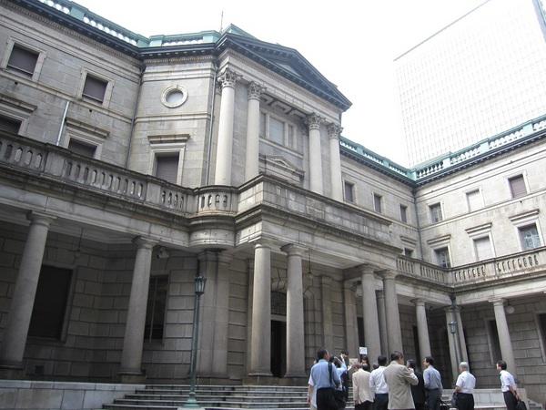 日本銀行本店の中庭.jpg