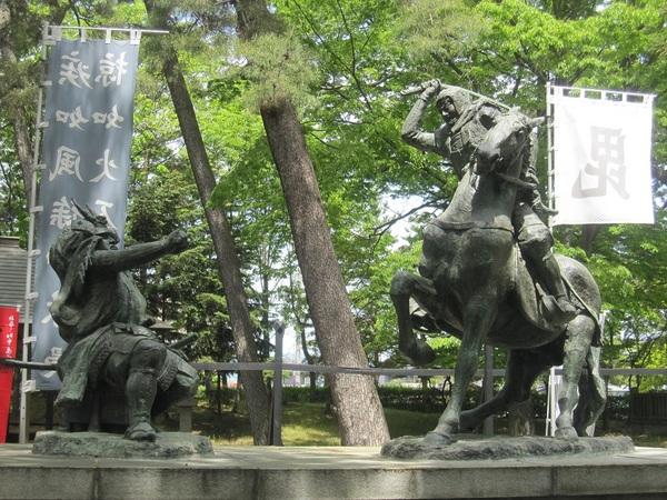 武田信玄と上杉謙信の像.jpg