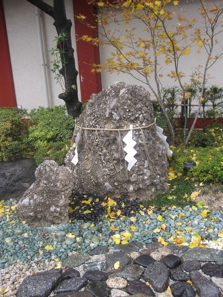 神田明神のさざれ石.jpg